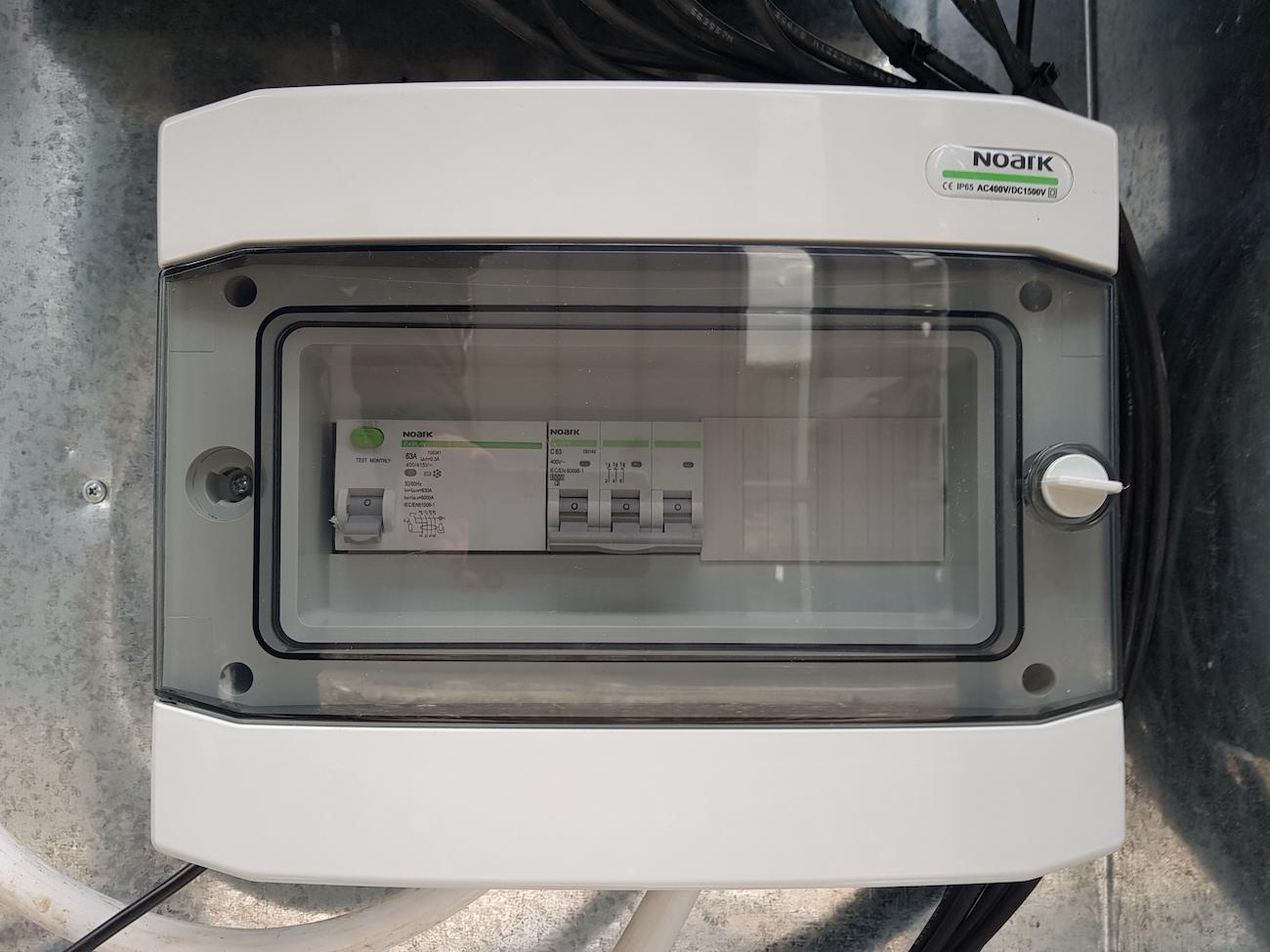 Сонячну електростанцію для дому потужністю 30 кВт встановлено в Угорниках автоматика захисту змінного струму NOARK Electric