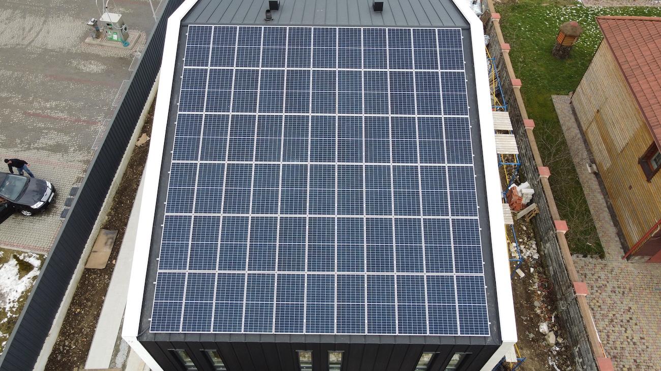 Сонячну електростанцію для дому потужністю 30 кВт встановлено в Угорниках